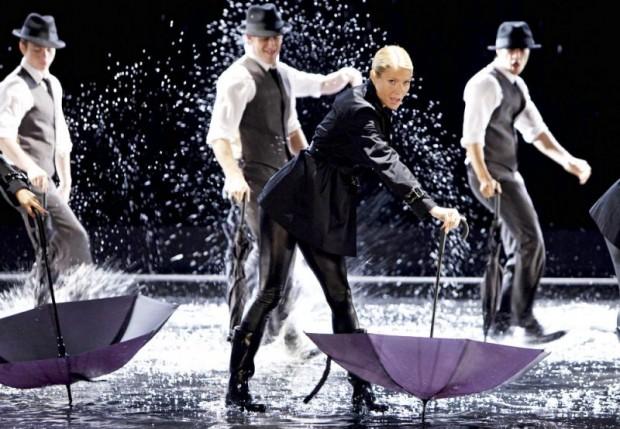 GLEE_Singing In The Rain_Umbrella