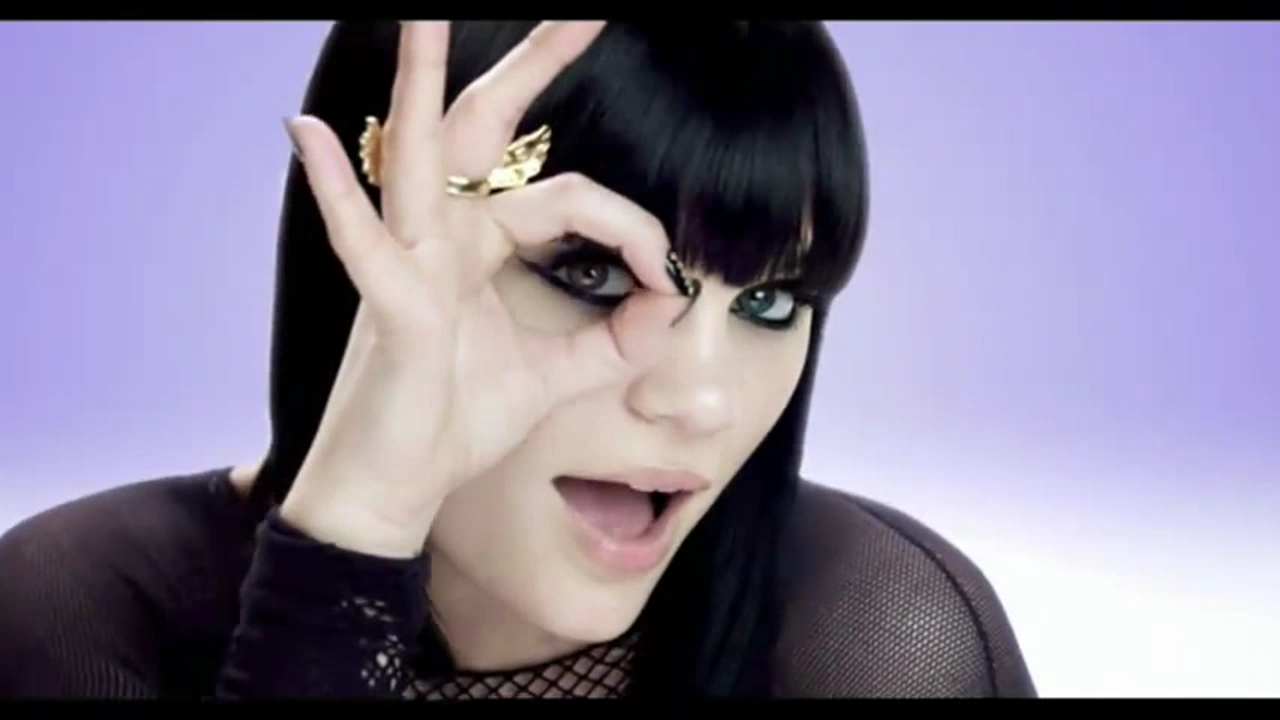 Captura-Jessie J ft. B.o.B - Price Tag HD.avi-4