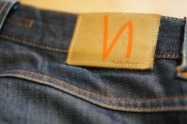 2012年購入モデルのパッチ。スムースレザー仕様。nロゴはオレンジのペイント。